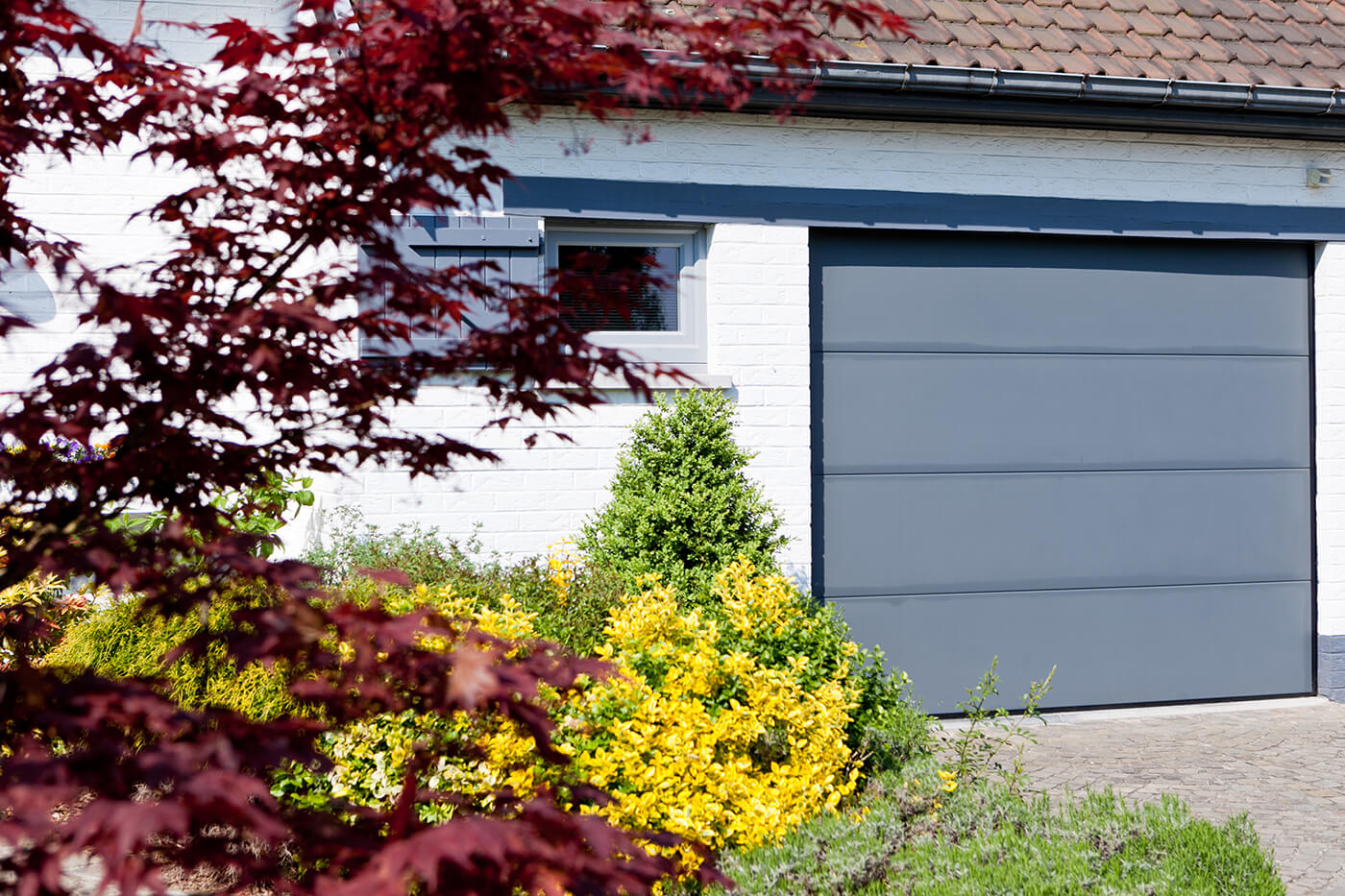 Made-to-measure sectional garage door - Raposo Charleroi, Image n°1
